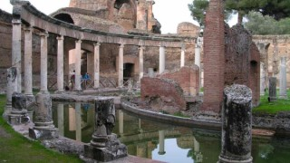 Hadrian's Villa Tour by Transfersrome