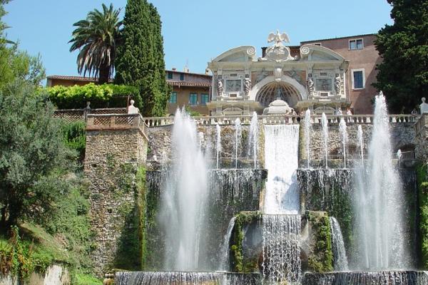 Villa d'Este Tour by Transfersrome